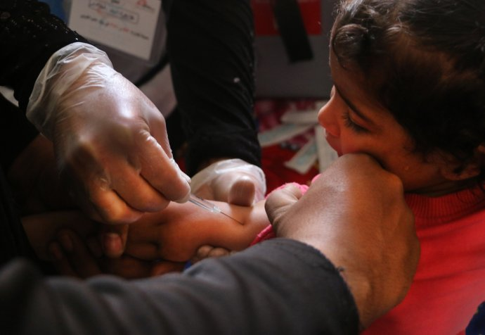 West Aleppo, Syria: MSF helps vaccinate tens of thousands of displaced Syrian children