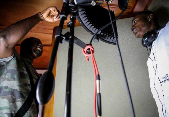 Zwa Nga Bien in studio