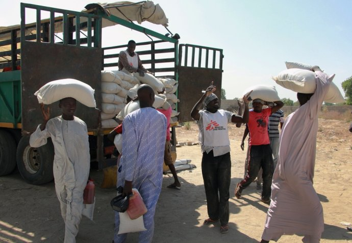 Food distribution in Maiduguri, Nigeria