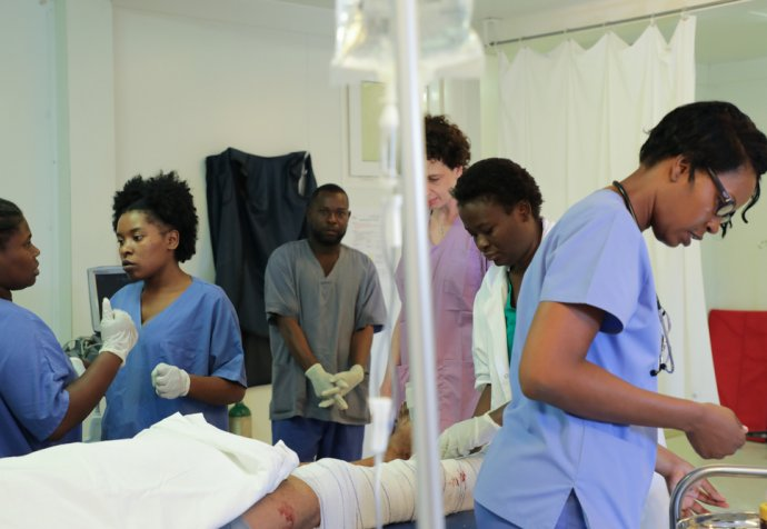 Emergency care in Tabarre hospital © Nicolas Guyonnet