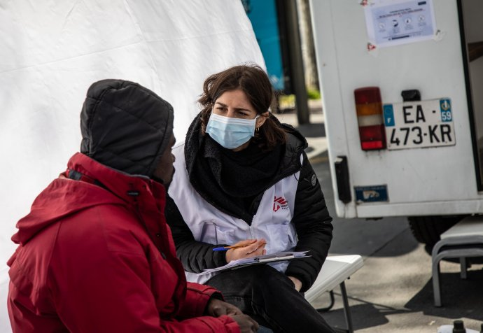 Médecins Sans Frontières mobile clinics on the streets of Paris are providing basic healthcare for people living rough, who are particularly at risk of COVID-19. © Agnes Varraine Leca/MSF